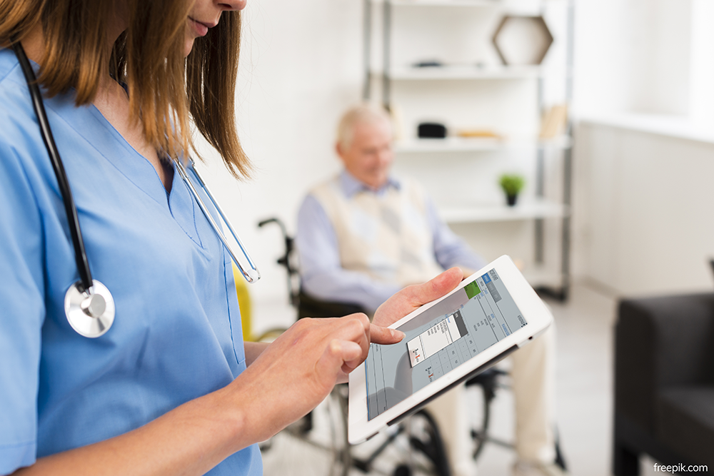 ACCUROviewer: we integrate our software into third-party nursing home management programs in order to optimize the work of the healthcare team